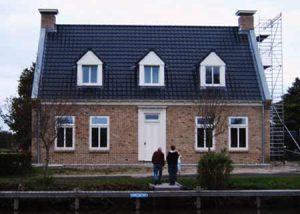 Traditioneel-gebouwd-Engels-landhuis-in-Opeinde.
